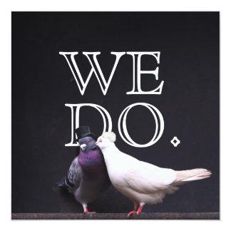 Djärva brud- & brudgumfåglar gör vi fyrkantigt 13,3 cm inbjudningskort
