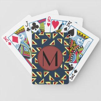 Djärvt triangelbrev som leker kort spelkort
