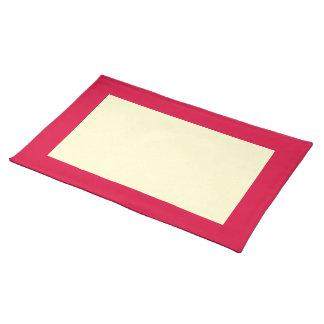 Djup jordgubbe- och krämbordstablett bordstablett