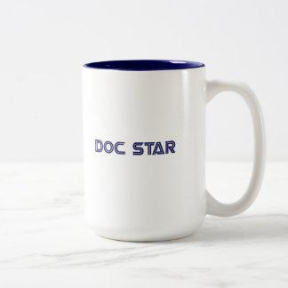 Doc-stjärnamugg Två-Tonad Mugg
