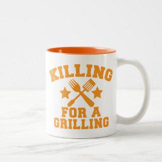 DÖDA FÖR A som GRILLAR BBQ-design Två-Tonad Mugg
