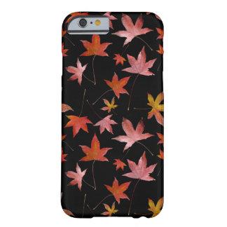 Döda löv över svart barely there iPhone 6 fodral