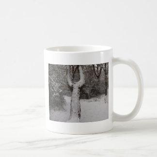 Doldt träd för snö i den Epping skogen Kaffemugg
