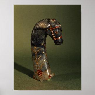 Dolkhandtag i form av en häst huvud poster