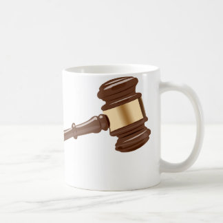 Domaren bultar kaffemugg