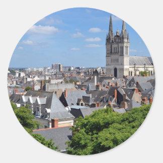 Domkyrka Sanktt Maurice på Angers i frankriken Runt Klistermärke