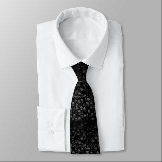 döskallar på svart slips