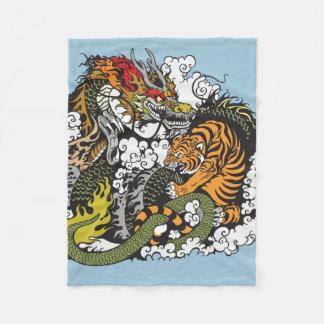 drake- och tigerstridighet fleecefilt