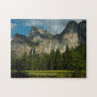 Dramatiskt beskåda av den Yosemite dalen från Pussel