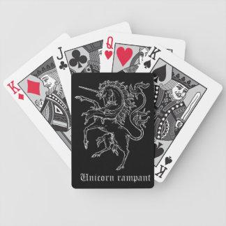 Drar upp konturernaa av den medeltida heraldiken spelkort