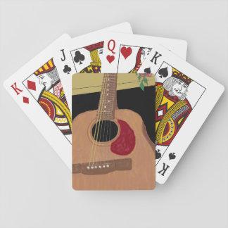 Dreadnought gitarr som leker kort spel kort