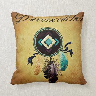 Dreamcatcher på en guld- Grungebakgrund Prydnadskudde