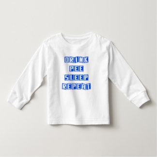 Drinken kissar, sovar, repetition. Funny. T-shirt