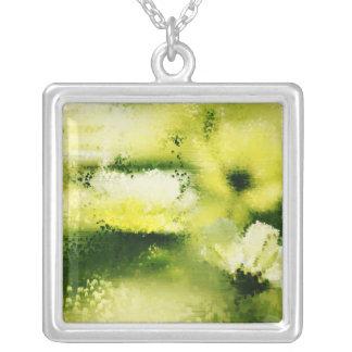Drömlika blommor i regna - målningkonsthalsband silverpläterat halsband