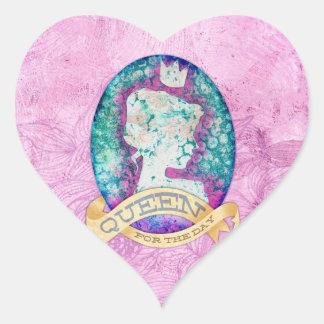Drottning för dagfödelsedagen hjärtformat klistermärke