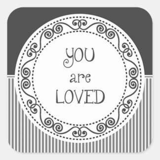 Du är den älskade svart klistermärken
