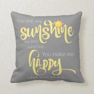 Du är mitt solsken; gult på grått, med sparren kudde