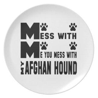 Du rörar med min afghanska hund tallrik