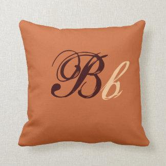 Dubbel b-Monogram i brunt och beige mig Kudde