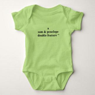 Dubbelföreställning för A (föräldernamn här) för Tee Shirts