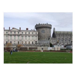 Dublin slott Irland, gräsmatta & slottturret. Vykort