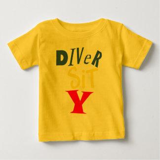 Dykare sitter y-babyutslagsplatsen t shirt