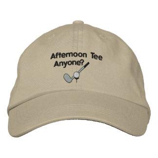 Eftermiddagutslagsplatsgolfspelet broderade hatten