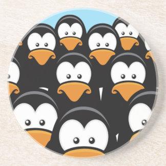 Eftertänksam pingvinarmé för tecknad underlägg sandsten