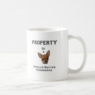 Egendom av en bortskämd rutten Chihuahua Kaffemugg