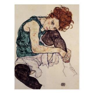 Egon Schiele- placerad kvinna med det vridna knäet Vykort