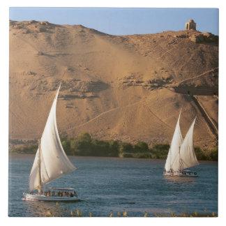 Egypten Aswan, Nile River, Felucca segelbåtar, Kakelplatta