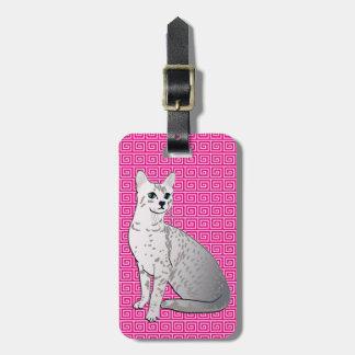 Egyptisk Mau katt - fuchsia rosa bakgrund Bagagebricka