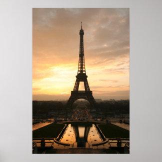 Eiffel torn på soluppgången från Trocaderoen Poster