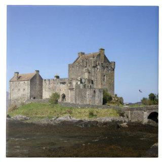 Eilean Donan slott, Skottland. Den berömda Eileane Kakelplatta