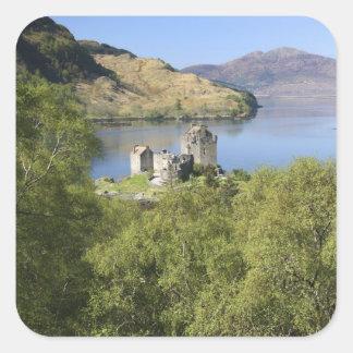 Eilean Donan slott, Skottland. Den berömda Fyrkantigt Klistermärke