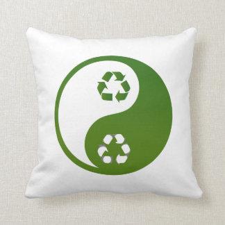 ekologi theme.png för återvinna för yinyang grönt kudde