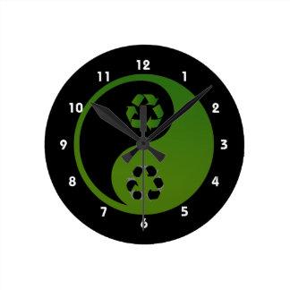 ekologi theme.png för återvinna för yinyang grönt rund klocka
