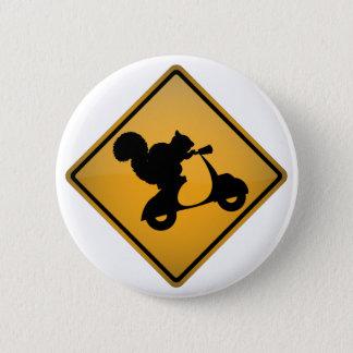 Ekorre på sparkcykeln standard knapp rund 5.7 cm