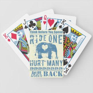 Elefanten för ritt en ontr många spelkort