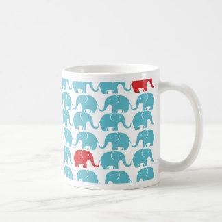 elefanten kvadrerar mönster kaffemugg