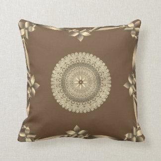 Elegant design för kastkudde i brunt och guld kudde
