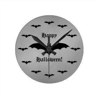 Elegant gotisk fladdermösshappy halloweensvart och rund klocka
