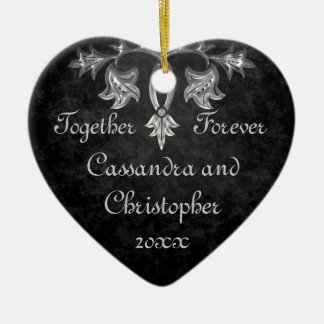 Elegant gotisk hjärta för för evigt för hjärtformad julgransprydnad i keramik
