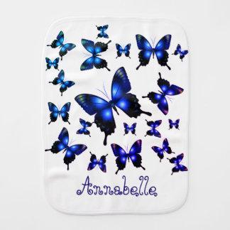 Eleganta nyckfulla fjärilar för kungliga blått bebistrasa