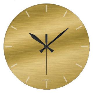 Eleganten borstade guld- looken tar tid på stor klocka