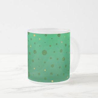 Eleganten pricker - grönt guld - st patrick's day frostad glasmugg