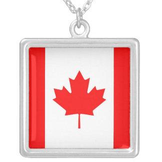 Elegantt halsband med flagga av Kanada