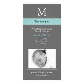 Elegantt kort för Monogramnyfödd bebisfoto - grått