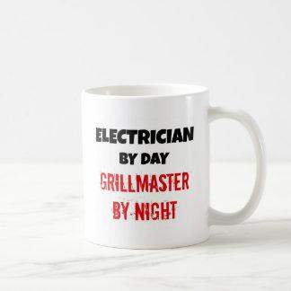 Elektriker vid dagen Grillmaster vid natt Kaffemugg