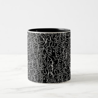 Elios skjortaansikten i vit skisserar på svart Två-Tonad mugg